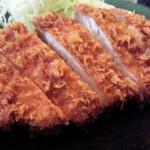 昭和39年創業「ふらい亭」(駒大・学大・三茶)のとんかつはザクッとした衣、しっとり柔らかい肉が絶品で、オリジナルソースが絶妙です~とんかつ、ライス、キャベツの幸せな三角関係