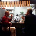 「食べもの処 いちご」(学芸大学)は元気なママさん二人とマスターがやってる素敵な居酒屋(昼は定食屋)。賑やかな先輩方に囲まれて飲む酒は楽しい!