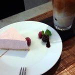 三軒茶屋・下馬のカフェ「KOLM(コルム)」(世田谷観音)はなんだか居心地がよくて、「FUGLEN」(ノルウェー)のコーヒーもハンドメイドのストロベリーレアチーズケーキもおいしかったです