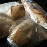 「m-size(エムサイズ)」(学芸大学)の自然酵母パンは風味豊かで、ガッツリした料理にもよく合いました~ローストポークのオープンサンドとタコのブルスケッタを作ってみた