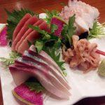 「函館IZAKAYA ながまる」(学芸大学)は魚がおいしい居酒屋です。思わず声が漏れるほど美しい刺身盛りでした。北海道出身の店主も優しくていい感じ。