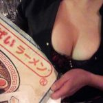 学芸大学の「おっぱいラーメン」こと「ラーメンBAR スナック 居酒屋」はキワモノじゃない。サバサバした気持ちのいいリーダー・貴子ちゃんの人柄に惚れて客が集まる、至極まっとうな素晴らしいバー・居酒屋。おっぱい以上のものがここにはあります
