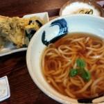 「おりぜ」(学芸大学)のうどんは攻撃的で、まるでこちらを挑発してくるよう。天ぷらもおいしくて、しつらえも素敵で、ああもう!参りました