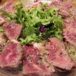 「QWAN(クワン)」(学芸大学)は魚介も肉も野菜もおいしい、いつでも気軽に寄れるカジュアルなビストロ。パンチのある料理はお酒が進み、一人でも大勢でも楽しめます。