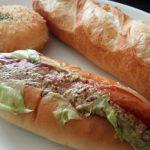 「しいの実社」(学芸大学)のパンはボリューミーで、何気に力強くてパンチがあって、食べごたえがあります。なのに安いからコスパもいい!