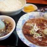 弦巻通りの「らーめん 松楽」(三軒茶屋)で異彩を放っていたメニュー・モツ煮定食を食べてみたら、とてもおいしかった