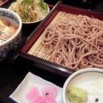 上馬交差点の「駒沢 そば蔵」は和食系の料理、しっかりとしたそばがおいしくて、丼のハーフセットがお得。子連れでも大勢でも利用しやすい居酒屋のようなそば屋でした