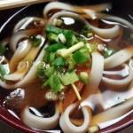 武蔵小山・平和通りにある居酒屋「豚太郎(とんたろう)」できし麺とラムネをごちそうしてもらいました