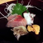 学芸大学の大人の居酒屋「魚謙」で上品な刺身、炭火で焼かれた珍しい魚串、うまい日本酒を頂きました