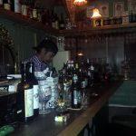 学芸大学・十字街の「BAR VINE(ヴァイン)」は狭いんだけどお酒が結構そろっていて、ほのかに昭和モダンの香りもする、とても落ちついたバーです