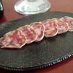 Charcuterie à Tokyo(シャルキュトリ ア トキオ)のソーセージ、サラミは豚のうまみが最大限に引き出されていて濃厚。職人たちが手を組み作り出した逸品はそのままでも料理に使っても激ウマでした。