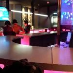 Girls Lounge ShowEn(ショウエン)はダーツもある楽しいガールズバー。スペースシップのようなスタイリッシュな空間で、朝までレッツドリンク!