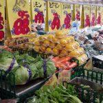 「マルサングループ 青果 安信屋 西小山店」の野菜は家庭向けの適度な量で激安。毎日寄れる楽しい八百屋さんです。