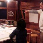 アトリエビーンズ(学芸大学)はアーティスト・泉和成(イズミカズナリ)のアトリエ兼絵画教室。大きくて優しい熊のような先生が絵や工作を教えてくれます。気軽にアトリエへ遊びに行ってみて!