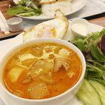 バーンラック(学芸大学)はイサーン出身のタイ人料理研究家が作る家庭的タイ料理のお店。マッサマンカレー、グリーンカレー、ガパオはオリジナリティがありつつ現地仕様の本格派