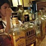 カジュアルで落ちつくバー「Bar coronica(バー コロニカ)」(学芸大学)の姉さんは酔っ払いの気持ちがよくわかる