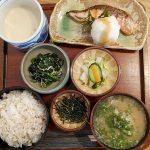 大黒屋(学芸大学)の麦とろ定食は贅沢!味も歴史もすべてが混然一体となっているこの一膳は老舗だからこそ作り出せるのです。
