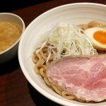「東京にぼし系 らーめん だいまる」(駒沢大学・三軒茶屋)のラーメンは煮干し&鶏・豚のスープが濃厚で太麺も風味豊か。芳醇でまろやか、それでいて力強さを感じさせるラーメン/つけ麺でした。