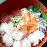 駒沢大学の「大野商店」で買った魚介と、隣の「遠慶(えんけい)」で買った青果で、海鮮丼を作り、無謀にも寿司を握ってみた~プロが選んだ旬ものを自分で調理する贅沢