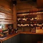 「ワインビュッフェ&肉バル ESOLA(エソラ) 学芸大学店」はワイン飲み放題、メニューのグラム売りが特徴の肉料理店