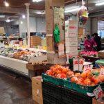 二葉フードセンター内の「二葉屋」(武蔵小山・平和通り商店街)は近隣の飲食店関係者も買って行く老舗青果店。激安の野菜がいっぱいで、ちょっと珍しい野菜もあって楽しい八百屋さんです。