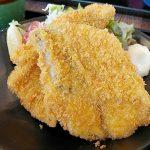 金谷丸(学芸大学)の黄金アジフライは肉厚!大きい!しっとりジューシーで、びっくりするほどおいしかったです。ミニ刺身セットがお得!