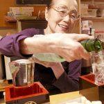 「かっぱ」(学芸大学)は熟れずしが名物の50年以上続く老舗居酒屋。紀州の日本酒・梅、50年モノのぬか漬けはおいしく、客の好みに合わせて作る玉子焼きは美しい~優しい遺伝子の水平伝播