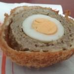 昭和28年創業「MEAT & DELICA 三河屋」(学芸大学)のスコッチエッグを食べてみた~「学芸大学」駅が誕生したのは昭和27年