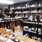 輸入ワイン専門店「美濃屋」(学芸大学)はとてつもない数のワインがあって、とんでもなく安く、店主は優しくて説明上手。勧められた2009 ムーラン・ド・シトラン(MOULINS DE CITRAN 2009)はしっかりしたボディで濃厚サラミや洋風モツ煮込みにもピッタリマッチしました。