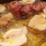 小野田商店(学芸大学・中目黒)のホルモン9種盛りはいろいろな部位が少しずつ食べられるからお得で楽しい!