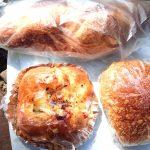 「プティコレット(Petite Colette)」(学芸大学)は週にたった3日しか営業できない、まるで研究所のようなパン屋さん。惣菜系パンは素朴なんですが、風味豊かなバゲットは本格派!/レトロバゲットとは