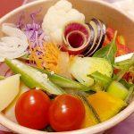 RainBowl レインボウル by C.M(学芸大学)のスープサラダはフレッシュでボリューミー。野菜がいっぱい摂れてヘルシーです。自分好みにアレンジするのも楽しい!
