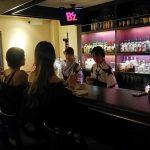 夜喫茶サヤシ(学芸大学)は落ち着いた雰囲気のオシャレなカラオケスナック。女性やスナック初心者でも安心して楽しめます。