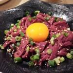 関本恭平(学芸大学)はホルモン中心の大人気焼肉店。肉もホルモンも絶品で、うまからスープのクッパは〆のマストです。