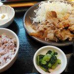 和食れすとらん 天狗 学芸大学駅前店は居酒屋としても使えるファミレス的レストラン。定食の種類が豊富で唐揚げがおいしいです。テイクアウトの餃子・唐揚げは100円!