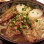 学芸大学の沖縄料理屋「てぃんがーら」の沖縄そばは量が多いということを毎回忘れてしまう