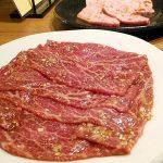 焼肉 東京パンチ(学芸大学)はメニュー構成も見栄えもシンプルな、肉のおいしさがダイレクトに感じられる王道の焼肉屋。炭の状態がいいので、炭火焼肉に慣れてない人でも安心♪