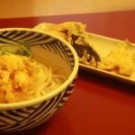持ち帰り専門の天ぷら店・天麩羅 巴/ともえ(学芸大学)は五本木の住宅街でひっそりと天ぷらを揚げ続けて45年以上