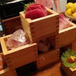 「ととろう。」(学芸大学)は500円の刺身盛り合わせがお得で、優しい味わいのおでんも絶品なレトロな居酒屋。なんだか妙にジワります。